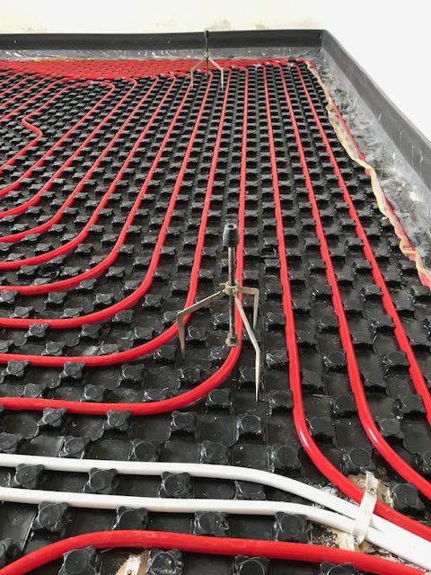 Pavimenti in resina e riscaldamento a pavimento: una soluzione ad alta efficienza